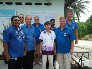 Donation of THB 28,000.- to the elderly home in Baan Pak Klok